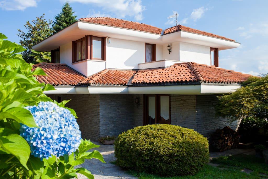 """The luxury villa """"LA VOLPE DORATA"""""""