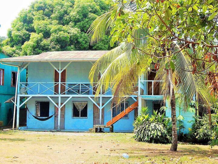 Cabinas Celeste Surf Hotel