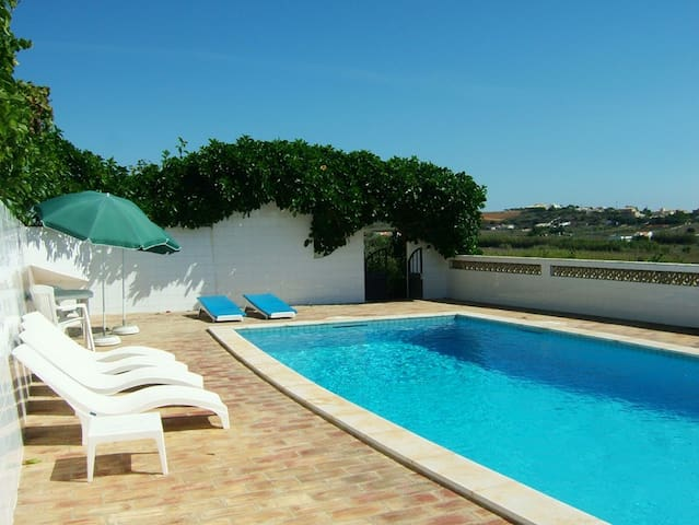 Home w/ view of nature & private pool, 2km to sea - Luz - Villa