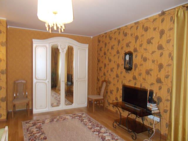Коттедж с баней, сауной, мангалом, обслуживанием - Izhevsk - Huis