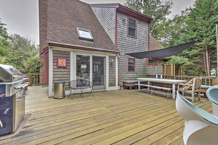 Private Dennis Home w/Large Deck - 5 Min to Beach!