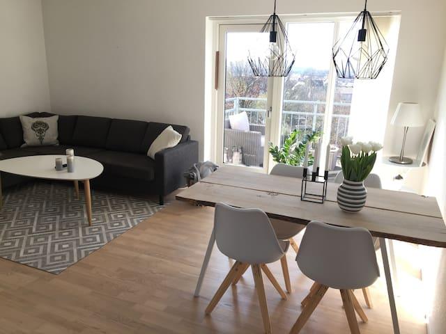 Stor lejlighed m. parkering og udsigt over byen - Århus - Huoneisto