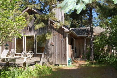 Charming Dog-Friendly Beach House - Manzanita