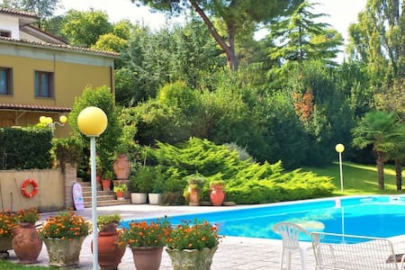 Villa Vittorio with private pool! - ペーザロ