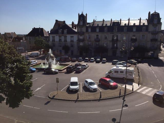 Appartement avec vue imprenable sur Place Grévy - Dole - Appartamento