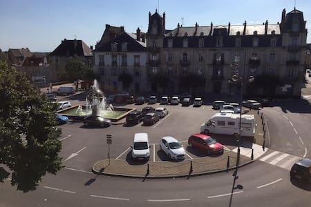 Appartement avec vue imprenable sur Place Grévy - Dole