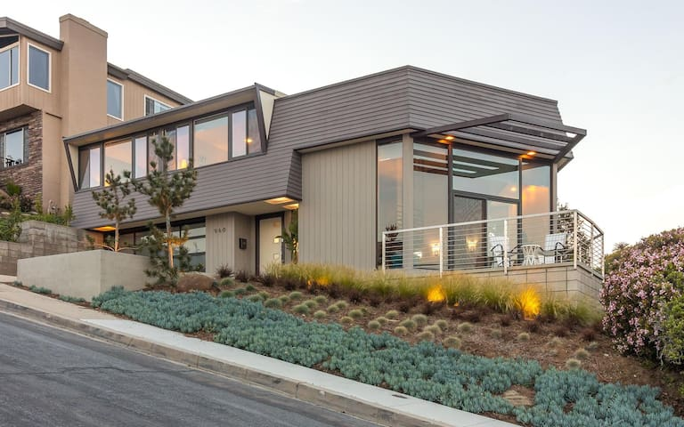 Remodeled Mid-Century Home: Views, Spa, & 3 Patios - San Diego - House