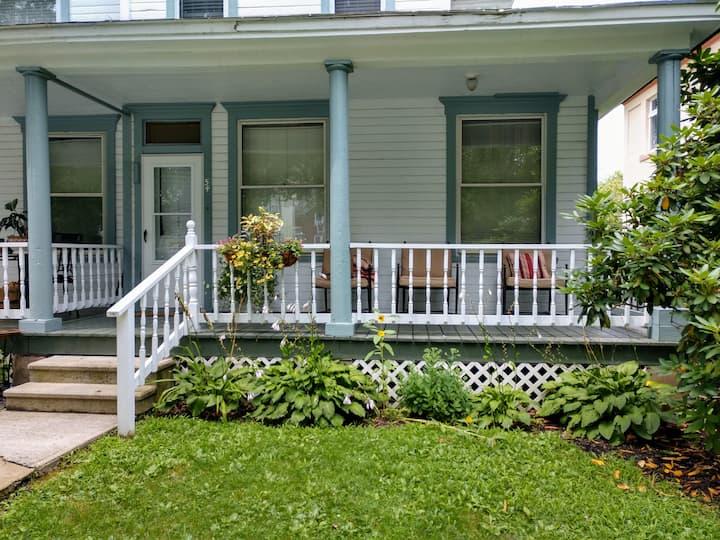 Spacious Residence in Upscale Neighborhood