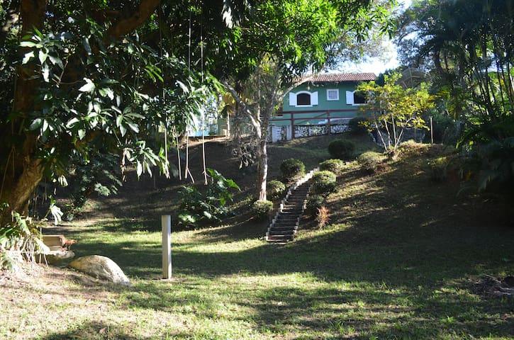 Casa Aconchegante com Ampla Área Verde e Piscina