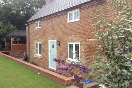 Bridgewater Cottage, Yarm, TS15 9BF