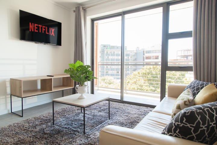Incredible Modern City Apartment