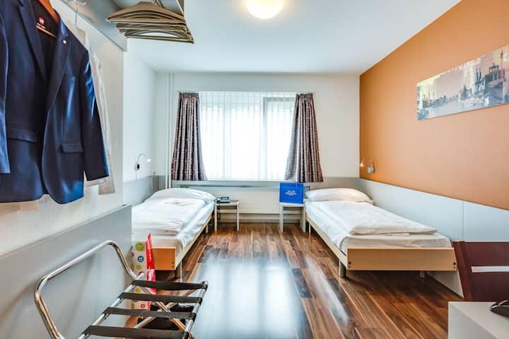 Alexander Guesthouse Zürich - Zweibettzimmer(Wlan)