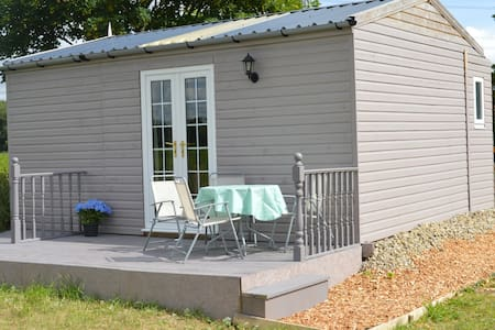 Elizabeth's Glamping Lodge - Holiday Home - York, North Yorkshire - Hytte