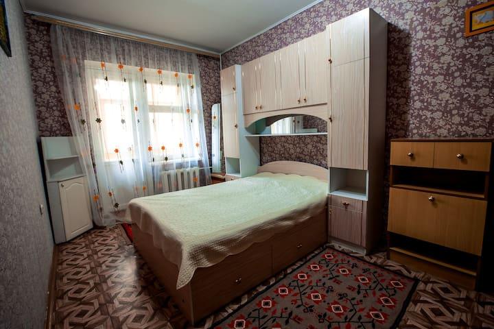 """3 комнатная квартира """"Два балкона"""" - Чебоксары - Huoneisto"""