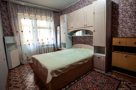 """3 комнатная квартира """"Два балкона"""" - Чебоксары - 公寓"""
