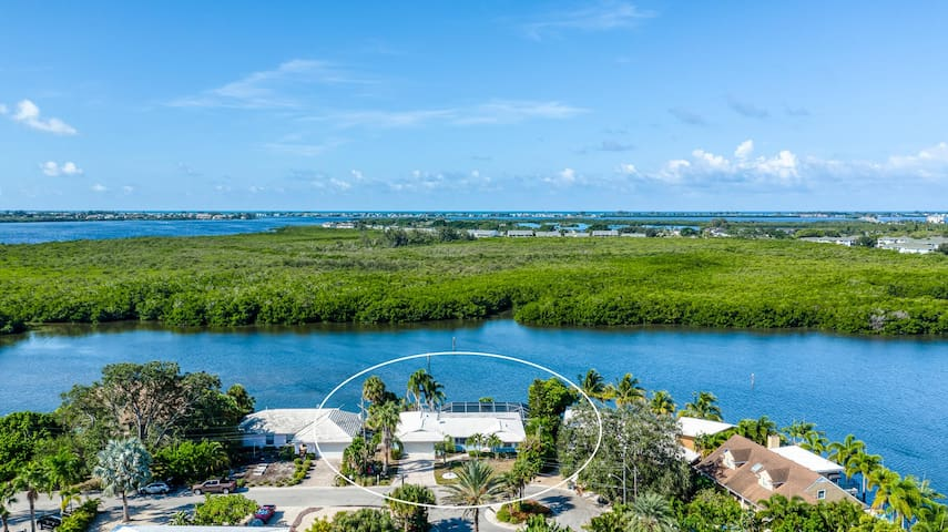 NEW! Water Front Private Pool/Spa Home with Boat Docking Available!
