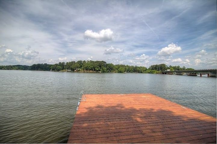 Beautiful Lakeview with Deck Overlooking the Water