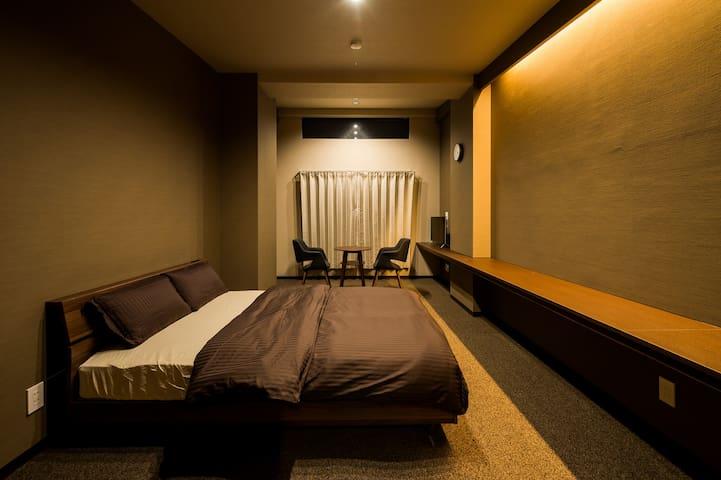 #201:ホテル仕様のお部屋でリラックスできる空間。大型商業施設「イオンモールRYCOM」近く