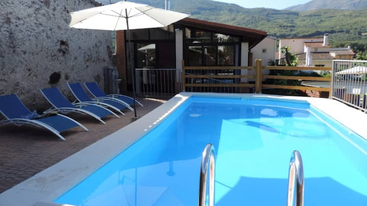 Villa with 5 bedrooms in Jerte, with wonderful mountain view, private pool, enclosed garden