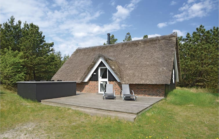 Holiday cottage with 2 bedrooms on 64m² in Blåvand