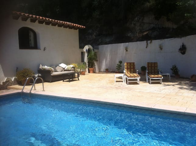 Annex with sole use of private pool for guests.