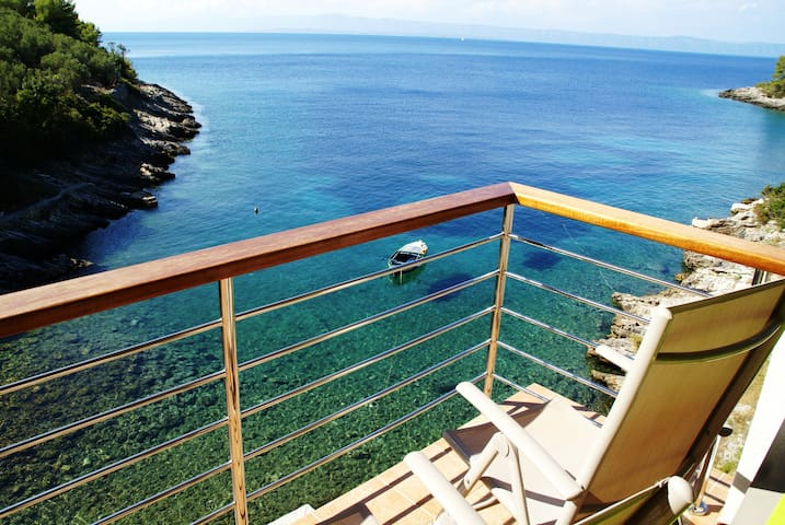 Remote beach house, just above the sea!!