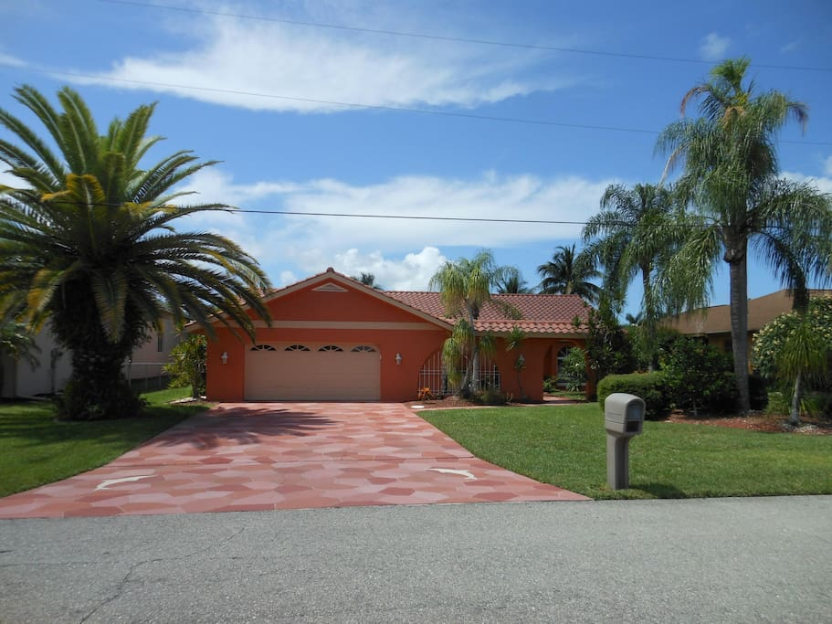 Intrepid Dolphins Villa Houses For Rent In Cape Coral Florida United States