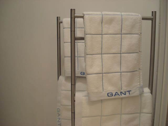 Towels and sheets included