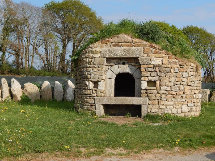 Notre four à pain qui a été réalisé dans la pure tradition bretonne!