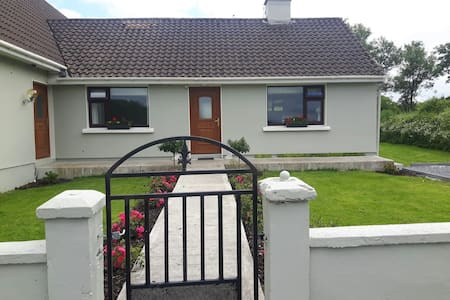 Cosy, quiet bungalow, Sleeps 2