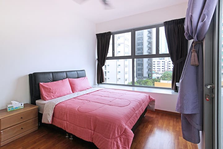 Bright and furnished 2BR apt in Novena
