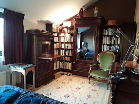 Double bedroom in shared apartment near University
