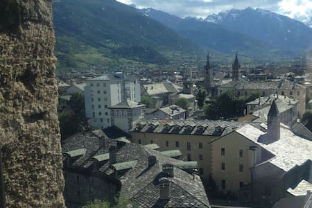 AOSTA piccolo cuore in centro valle - Aosta