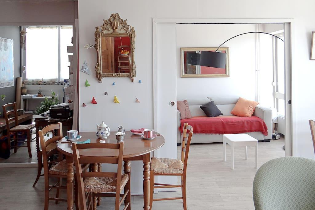 chambre avec balcon vue mer appartements louer la rochelle poitou charentes france. Black Bedroom Furniture Sets. Home Design Ideas