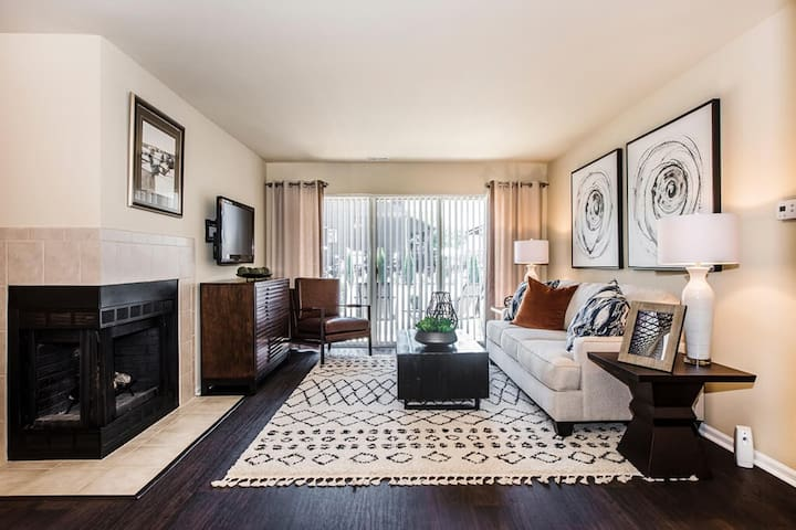Live + Work + Stay + Easy   2BR in Lisle