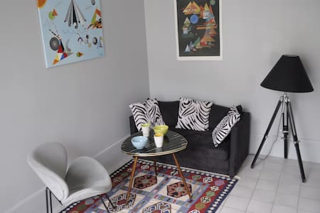 Lovely appartment in a lively area - Parijs