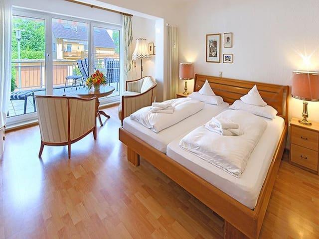 Apartmenthaus am Schwarzwälder Hof, (Bad Bellingen), Ferienhaus (3 Ferienwohnungen), 6 Schlafzimmer, Terrasse, 3 Badezimmer, max. 11 Personen