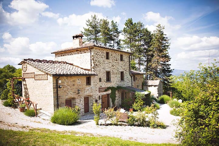 Gorgeous family friendly farmhouse with large pool - Caprese Michelangelo