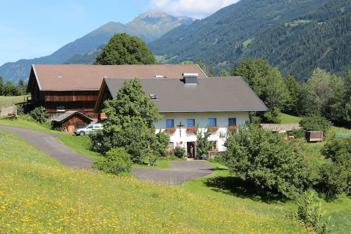 Farm Stay in Eastern Tyrol - Schlaiten - Hus