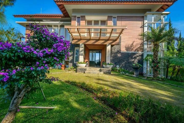 Beautiful Scenic Villa at Lembang