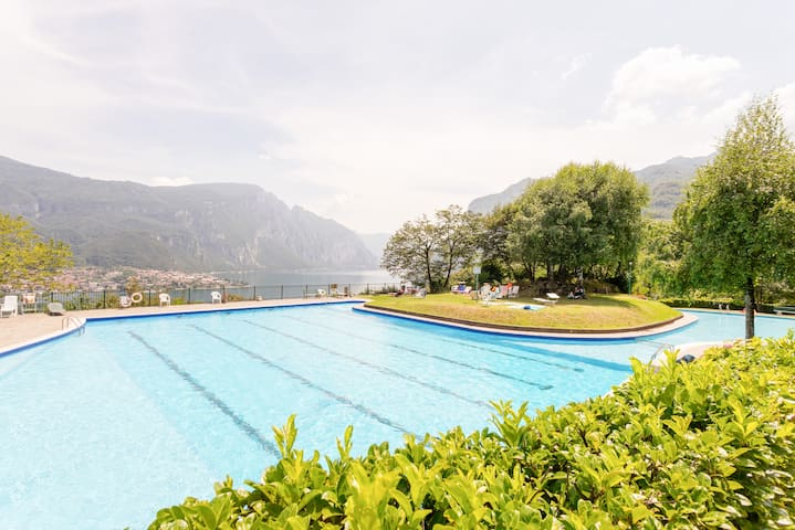 APT with shared Pool! 4km far from Onno beaches!