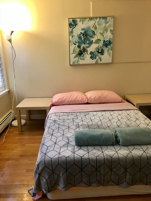 NEAR MIT AND HARVARD WITH MEMORY BED AND AC