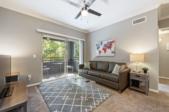 Centrally Located Oceanside Suite + Pool