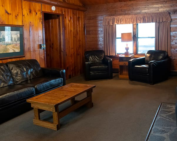2 Bedroom Lakeview with Rowboat and Resort Access
