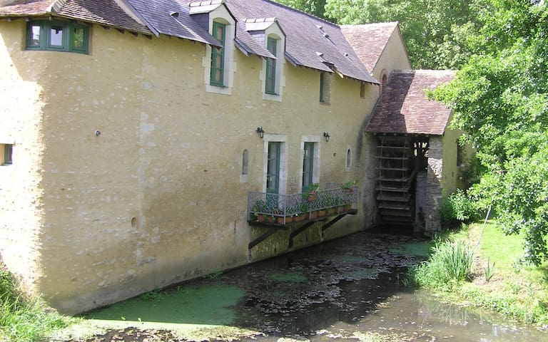 Nuitée au Moulin - Chambre bleue - Vallon-sur-Gée - Bed & Breakfast