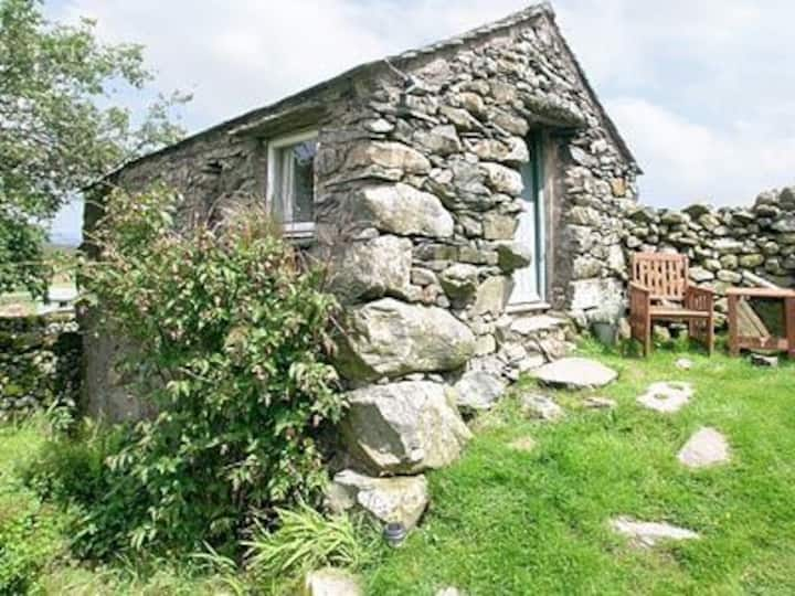 Woodend Bothy with views of Scafell