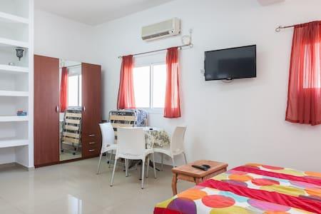 Уютная студия 300 метров до моря  - 巴特亚姆 - 公寓