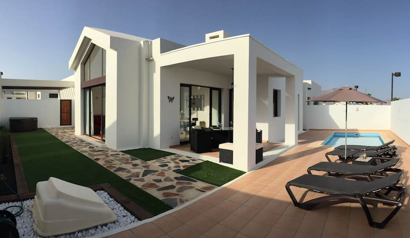 Private Villa With Pool and Jacuzzi - Playa Blanca - Villa