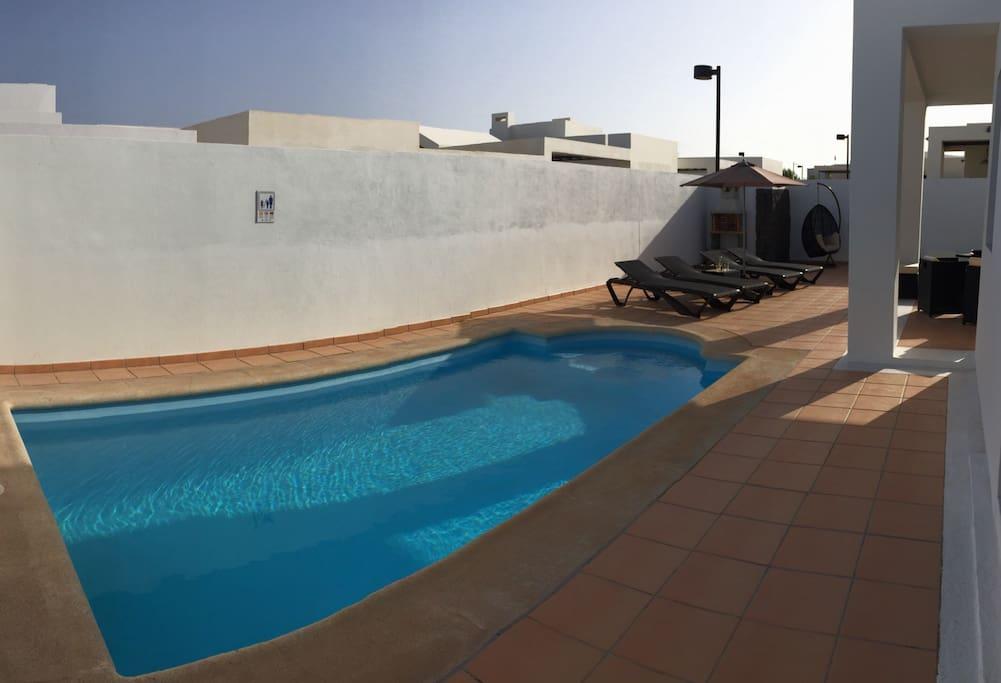 Villa privata con piscina e jacuzzi ville in affitto a for Piscina las palmas