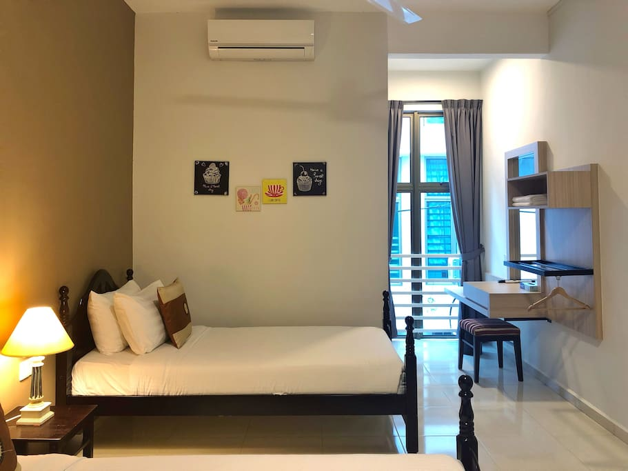 Twin Bedroom with 2 Single Beds